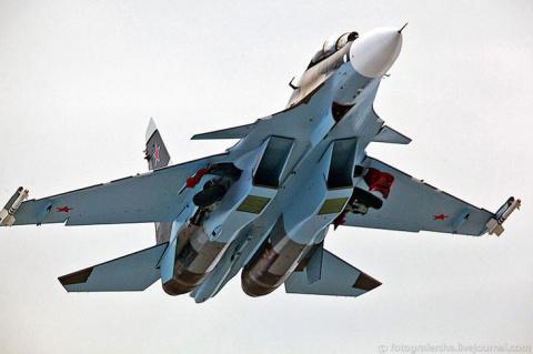 Многофункциональный сверхманевренный истребитель Су-30СМ