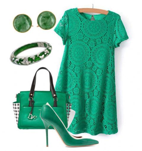 В гардеробе непременно должно быть изумрудное платье