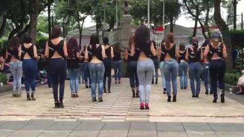 Гипнотический танец, который сведет с ума любого мужчину