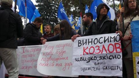 Протестующие недовольны решением Рады и готовятся к ее штурму