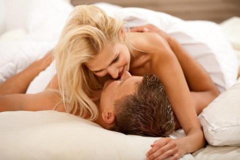 Секс в позе наездницы: 8 мыслей, которые посещают женщин в этот момент