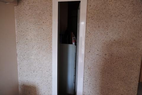 Комната в квартире без окон за 280 евро в месяц, Испания