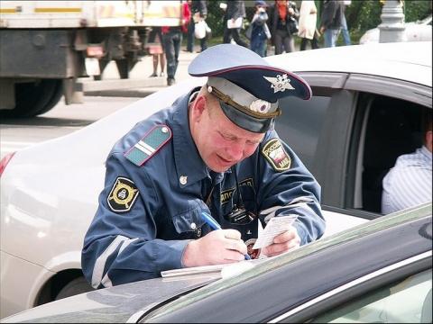 Как вести себя, когда инспектор ГИБДД составляет протокол