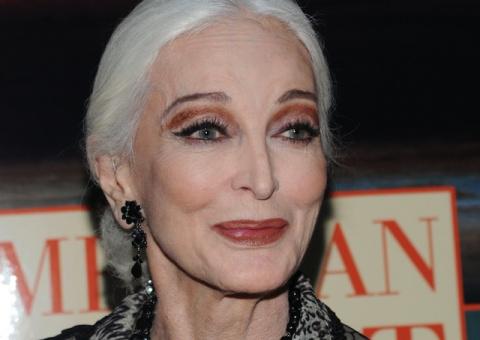 Красота, неподвластная времени: 85-летняя модель делится секретами долголетия