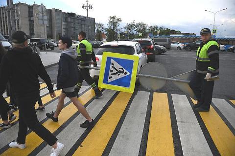 Штраф за отказ пропустить пешехода увеличили до 2,5 тысяч рублей