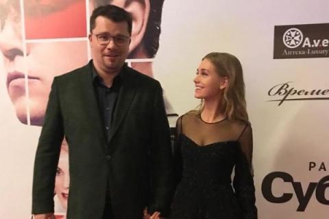 Зачем жена Гарика Харламова выкладывает в Сеть фото без трусов ?