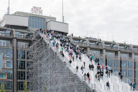 Гигантская лестница на вокза…