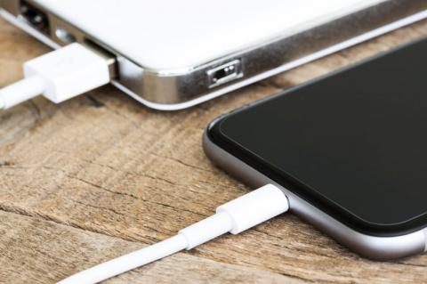Школьницу убил кабель зарядки Iphone