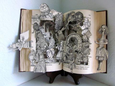 Скульптуры из старых книг!