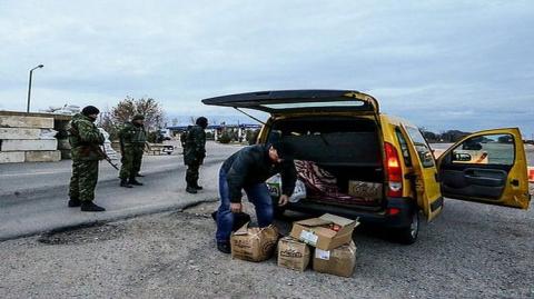 На границе с Крымом мирные жители обезоружили неадекватного военнослужащего ВСУ, отобрав у него автомат