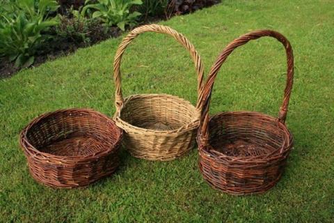 Плетем корзинку из ивовых прутьев