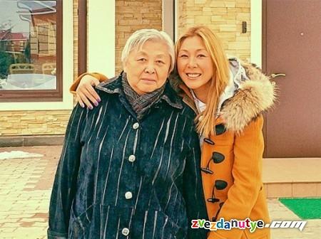 Анита Цой для всех членов семьи построила дома на одном участке