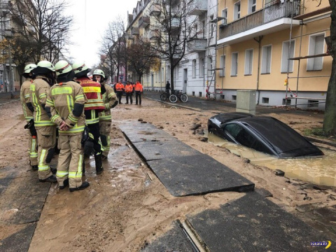 Машина провалилась под землю…