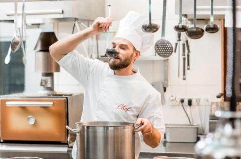Хитрости шеф-поваров для идеального бульона