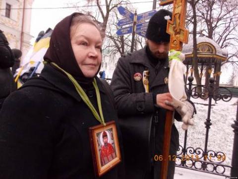 Крестный ход в день памяти св. Александра Невского прошел по бунтующему Киеву