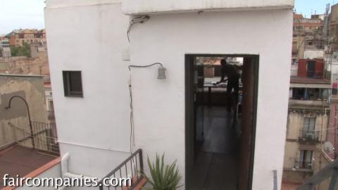 Площадь этой квартиры всего 25 м²! Но гениальный парень сделал из неё просторный дворец!