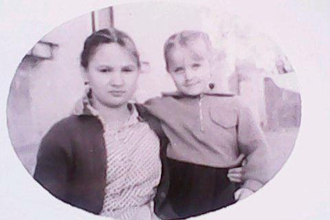 Фото я и моя двоюродная сестричка Саша