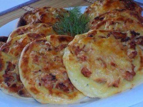 Попробуйте приготовить картофельные ватрушки с курицей