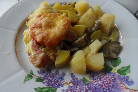 Мясо на овощной подушке.....