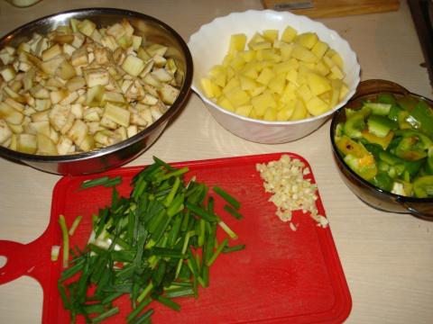 Поднебесная кулинария. Баклажаны со сладким перцем и картофелем