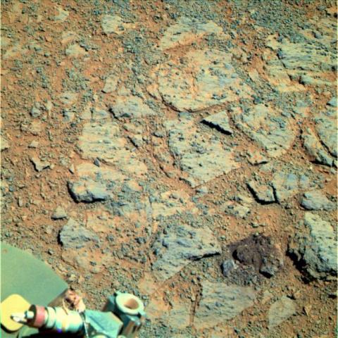"""К марсоходу Opportunity """"приполз"""" странный камень"""