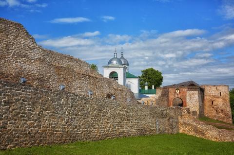 Богата земля Псковская своей историей. Изборская крепость, пережившая века