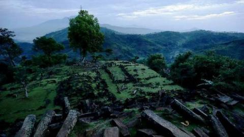 На Яве изучают мегалитические сооружения неизвестной цивилизации