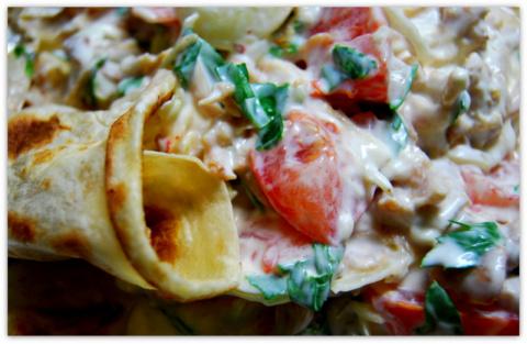 Простой салат на простом лаваше