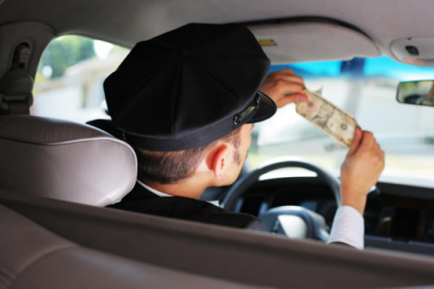 В Калининграде пьяный угнал у ведущей корпоративов машину, взял таксу и поехал «таксовать»