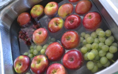 Как ОЧИСТИТЬ фрукты и овощи …