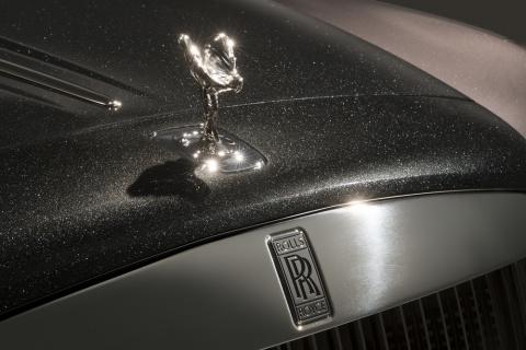 Rolls−Royce покажет покрытый краской из алмазов автомобиль