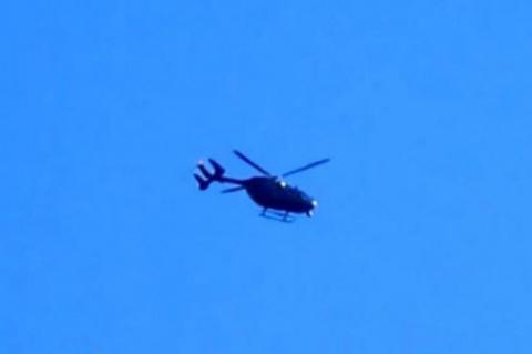 Очевидцы сняли в небе странный вертолет, летящий с остановившимся винтом