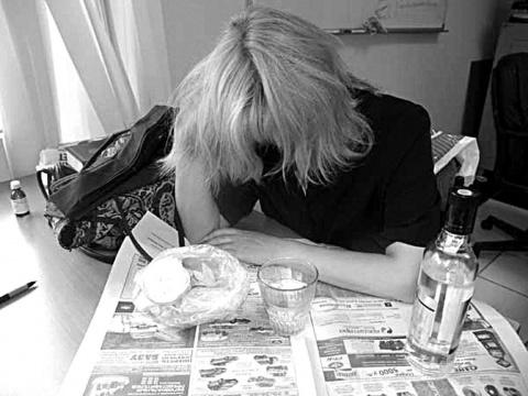 Мать алкоголичка... Не знаю что делать... Реальная историЯ...