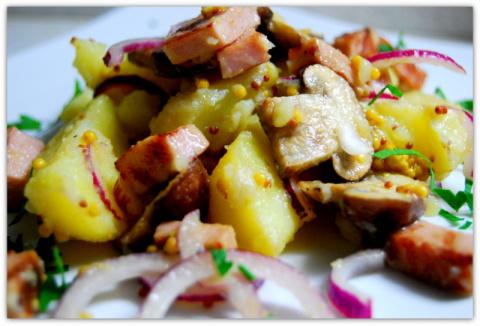 Тёплый картофельный салат с …