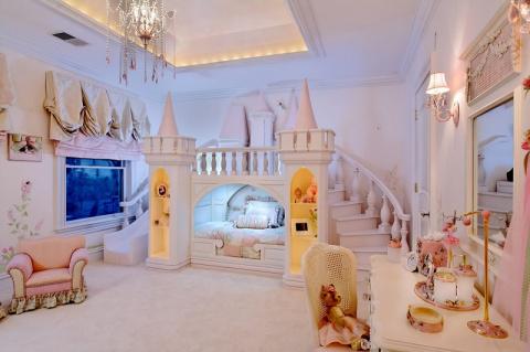 Сказочный дизайн детских комнат (27 фото)