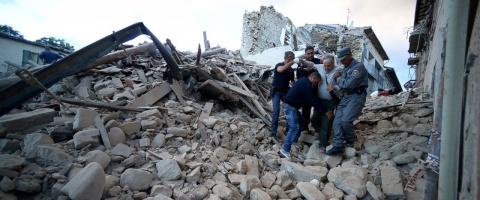 Мощное землетрясение уничтож…