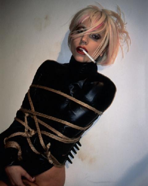 Леди Гага снялась в очередной провокационной фотосессии. Не фотографии, а просто огонь!