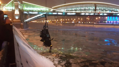 Полицейский спас девушку из тонущей машины в Москве-реке