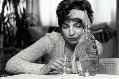 От чего современные женщины много пьют