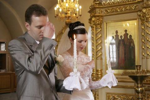 В Госдуме предложили приравнять венчание к браку