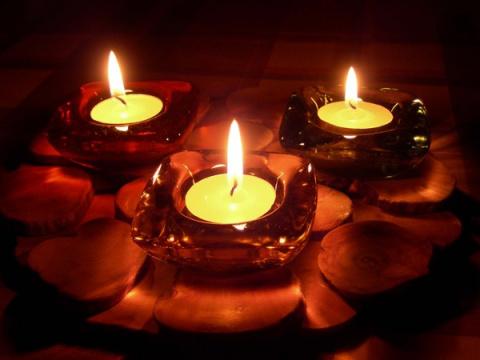 С помощью свечей можно привл…