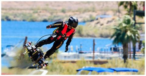 Назад в будущее: в Аризоне провели успешные испытания летающего скейтборда