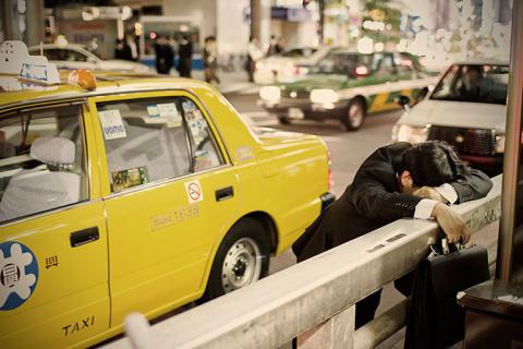 Уставшие трудоголики Японии