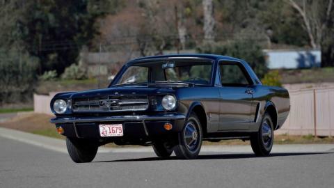 На продажу выставлен один из первых Ford Mustang в истории