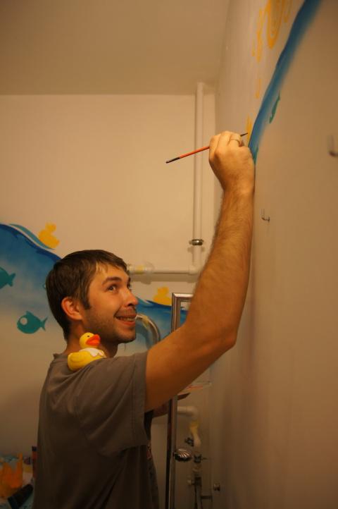 Разрисовали ванную комнату!