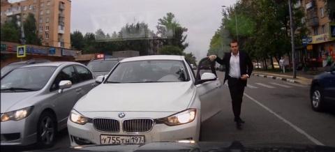 BMW на встречке пытается учить