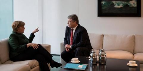 Меркель и Макрон толкают Порошенко на самоубийство
