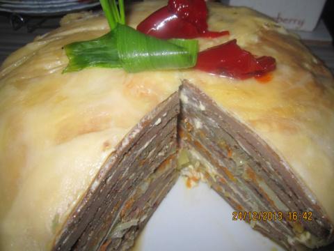 Печеночный тортик с омлетными блинчиками и сырным покрытием