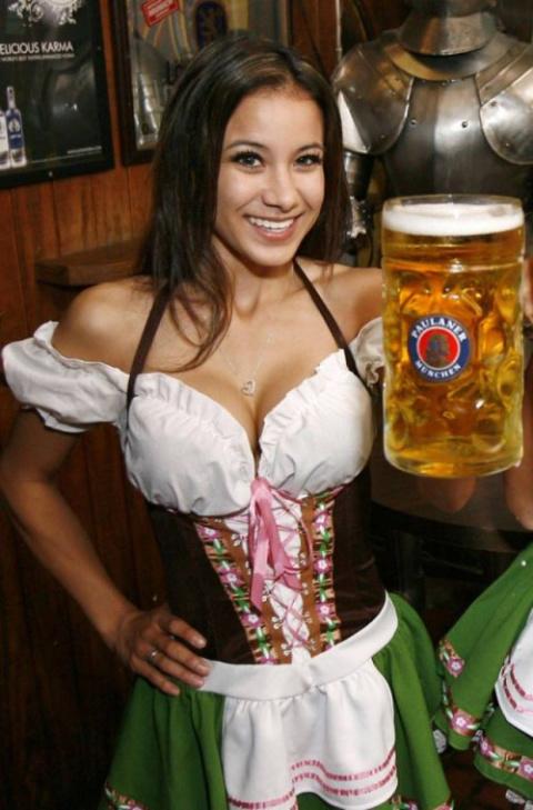 Пиво и девушки на фестивале …