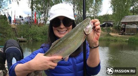 Звездная рыбалка, спорт и левитация: самые интересные фото и видео из Instagram звезд за выходные